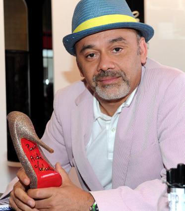 Αποζημίωση ζητά ο διάσημος σχεδιαστής για τα κόκκινα γοβάκια του!