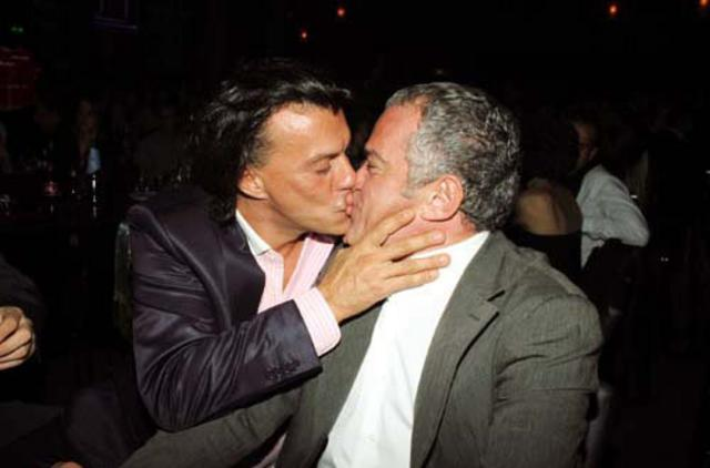 Αποτέλεσμα εικόνας για ψινάκης φιλί στο στόμα