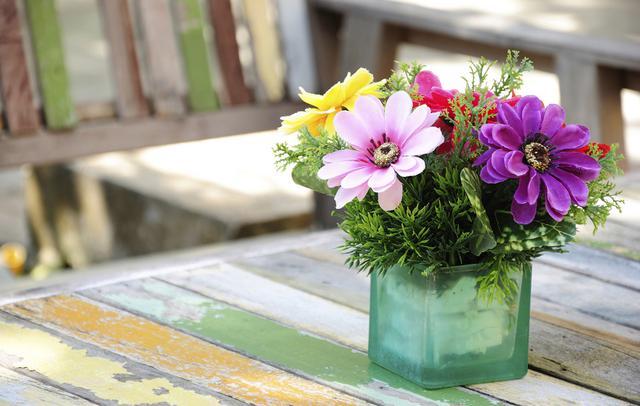 5 τρόποι να κάνεις απλά λουλούδια να δείχνουν... ακριβά!