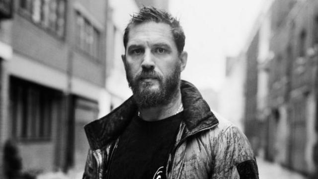 Ο Τομ Χάρντι θα υποδυθεί τον διάσημο φωτορεπόρτερ Ντον ΜακΚάλιν