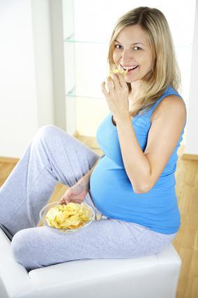 Λιγούρες εγκυμοσύνης: Γιατί ξαφνικά λατρεύεις τ΄αλμυρά;
