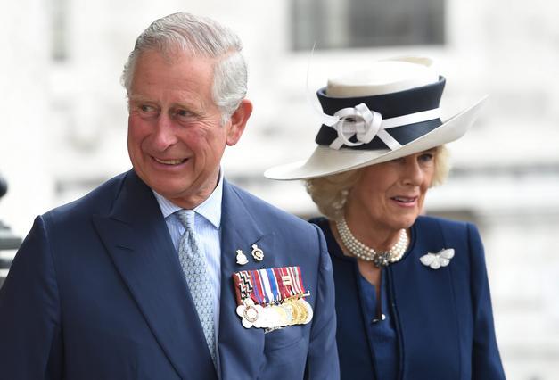 Ο πρίγκιπας Κάρολος και το απρόσμενο photobombing σε διάσημη ροκ μπάντα [photo]