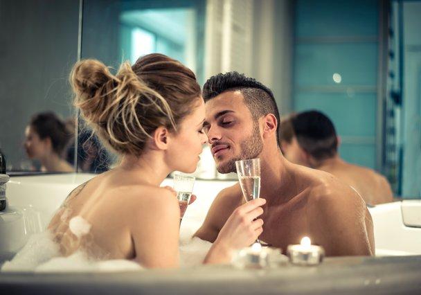 Πόσο σεξ κάνουν οι ελεύθεροι & πόσο οι παντρεμένοι; Τα στοιχεία