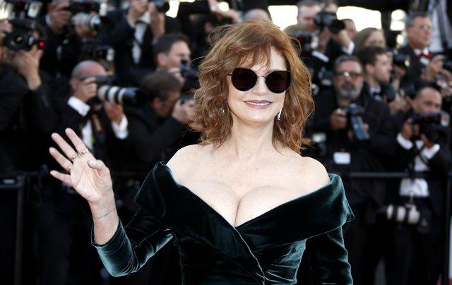 Σούζαν Σαράντον: Η «επική» απάντησή της στα σχόλια για το μπούστο της στις Κάννες [photos]