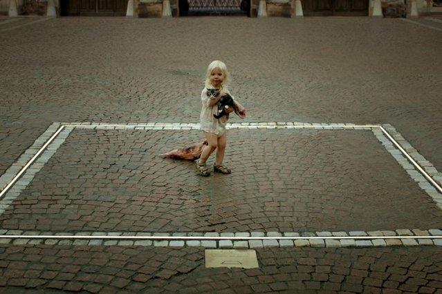 Ταινία της εβδομάδας: Το «Τετράγωνο» του Ρούμπεν Έστλουντ είναι μια πνευματώδης σάτιρα που εκτοξεύει χιούμορ στους σωστούς στόχους