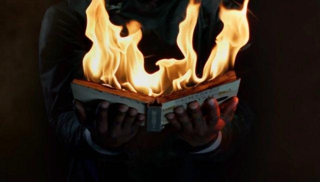 Τρέιλερ «Φαρενάιτ 451»: Το συγκλονιστικό βιβλίο του Ρέι Μπράντμπερι ανοίγει σελίδες στην οθόνη