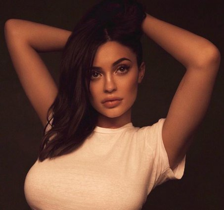 Kylie Jenner: Μας δείχνει τη ντουλάπα της
