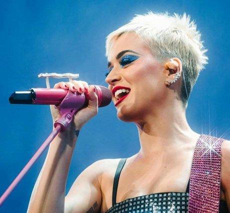 Katy Perry: Φόρεσε φούτερ με το πρόσωπο του Orlando Bloom