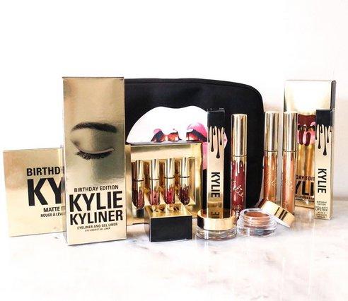 Θα φορούσες το νέο κραγιόν της Kylie Jenner που συγκέντρωσε τα αρνητικότερα σχόλια όλων;