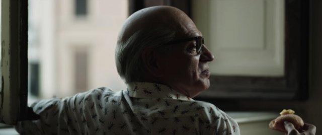 Τρέιλερ: Ο Τόνι Σερβίλο είναι ο Σίλβιο Μπερλουσκόνι στο διπλό «Loro» του Σορεντίνο