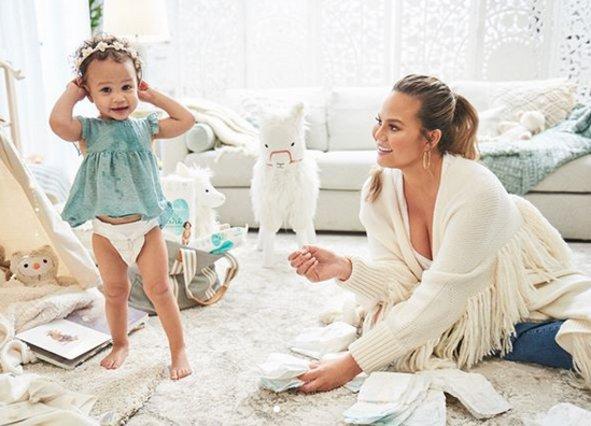 Γέννησε η Chrissy Teigen: Μόλις το ανακοίνωσε η ίδια