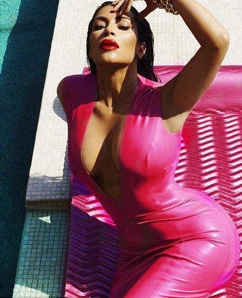 Kim Kardashian: Ποζάρει αμακιγιάριστη στο Instagram και σαρώνει στα likes