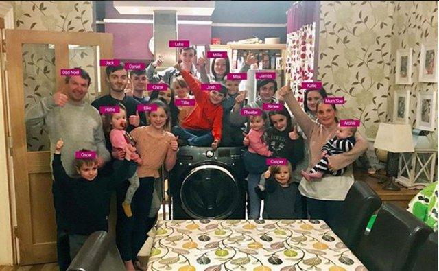 H μεγαλύτερη οικογένεια στη Βρετανία γίνεται ακόμη μεγαλύτερη με το 21ο (!) παιδί!