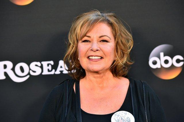 Το ABC ακυρώνει τη «Roseanne» λόγω ρατσιστικού tweet της πρωταγωνίστριας Ροζάν Μπαρ