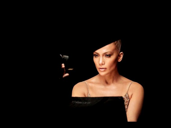 H JLo λέει «ναι» στο flashy bronze: Τα νέα προϊόντα της προσωπικής της σειράς καλλυντικών