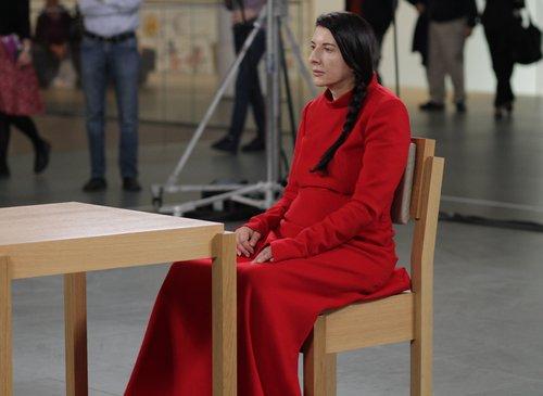 Μαρίνα Αμπράμοβιτς: Η Καλλιτέχνις Είναι Εδώ