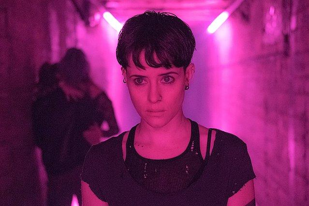 Η Κλερ Φόι μεταμορφώνεται σε Λίσμπεθ Σαλάντερ: Νέο τρέιλερ για το «Κορίτσι στον Ιστό της Αράχνης»