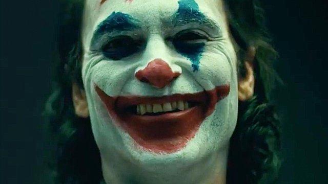 Ο «Joker» με τον Χοακίν Φίνιξ βρήκε τους Μπρους Γουέιν και Άλφρεντ