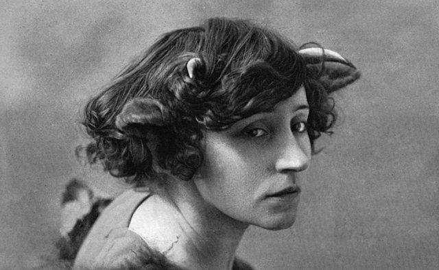 Συγγραφέας, σύμβολο, ενζενί, λιμπερτίνα: H ιστορία της πραγματικής Κολέτ