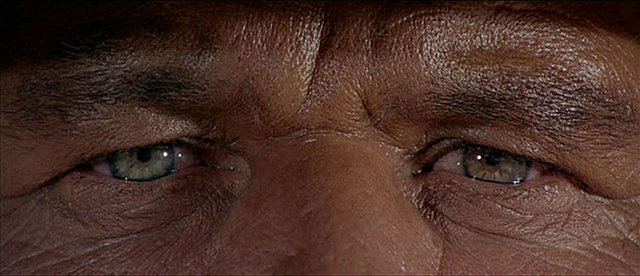 Βίντεο: Όλα τα βλέμματα στον Λεόνε