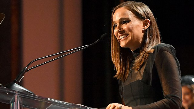 «Ανάψτε τον πυρσό μιας γυναίκας»: Η Νάταλι Πόρτμαν στηρίζει δυναμικά το κίνημα Time's Up