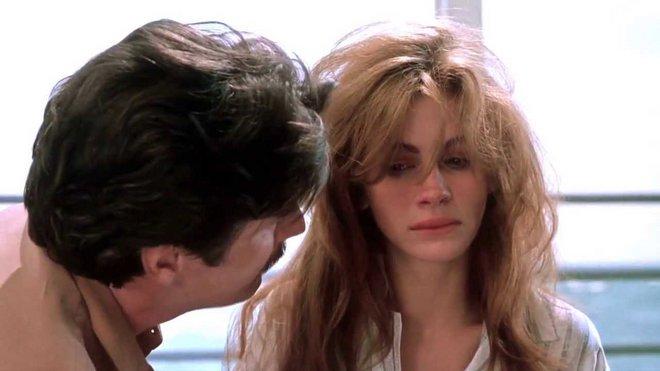 «Νύχτες με τον Εχθρό μου» (1991) του Τζόζεφ Ρούμπεν  Η φαινομενικά άλλη όψη της «Pretty Woman», η σκοτεινή πλευρά της συζυγικής βίας, το έργο είναι βέβαια σχηματικό, η τόλμη της επιλογής όμως αξιοσημε