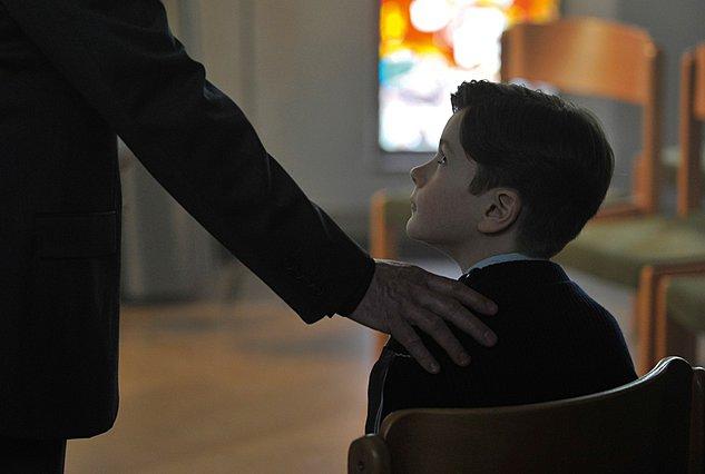 Berlinale 2019: Ζητήματα πίστης και ηθικής στη νέα ταινία του Φρανσουά Οζόν «Με τη Χάρη του Θεού»
