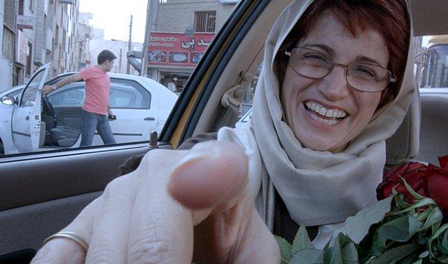 Η δικηγόρος Νασρίν Σοτουντέχ καταδικάστηκε σε 38 χρόνια κάθειρξη και 148 μαστιγώσεις στο Ιράν