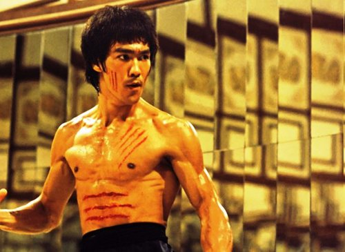Trying to deal with the heat? Watch «Enter the Dragon» near the sea!