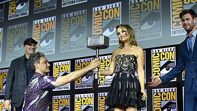 «Thor: Love & Thunder»: Η Νάταλι Πόρτμαν γίνεται Θόραινα και η Τέσα Τόμσον ψάχνει τη βασίλισσά της