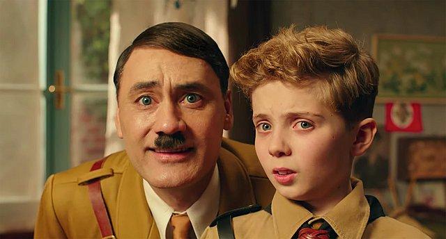 Τρέιλερ «Jojo Rabbit»: Μαθήματα ειρωνείας με τον Γουαϊτίτι ως Χίτλερ και τη Γιοχάνσον εναντίον ναζί