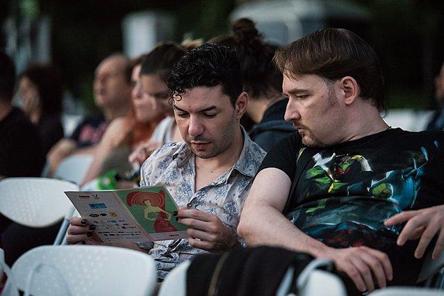25ες Νύχτες Πρεμιέρας: Προβολή της ταινίας «Μουσώνας» στη μνήμη του Ζακ Κωστόπουλου / Zackie Oh