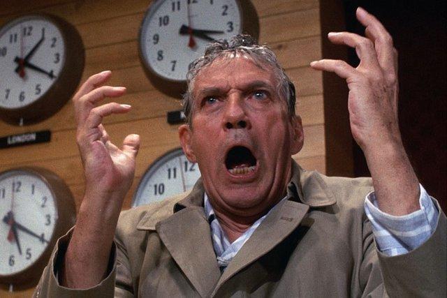 «Το Δίκτυο» (Network, 1976) του Σίντνεϊ Λιουμέτ  Ο τηλεοπτικός πολιτισμός είναι γυμνός. Με επίκεντρο την εξωφρενικά ανταγωνιστική κουλτούρα των ΜΜΕ, μια ταινία που καθρεφτίζει, με ανάλογα εξωφρενική έ
