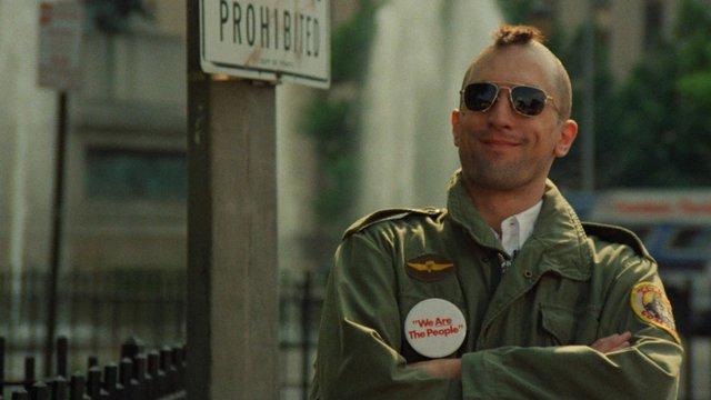 «Ο Ταξιτζής» (Taxi Driver, 1976) του Μάρτιν Σκορσέζε  Στα σκοτωμένα '60ς της ελπίδας και της πολιτικής αναγέννησης, ένας πόλεμος, ένας αλόγιστος, υπερβίαιος επεκτατισμός και η ανόρθωση του πολιτικαντι