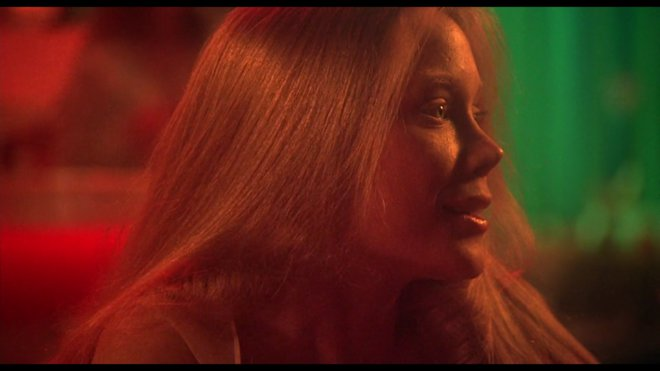 «Κάρι, Έκρηξη Οργής» (Carrie, 1976) του Μπράιαν Ντε Πάλμα  Ανάμεσα στο σχολικό bullying και τη σεξουαλική αφύπνιση, η «Κάρι, Έκρηξη Οργής» παρατηρεί τις αγωνίες και τις πιέσεις μιας αιματοβαμμένης εφη