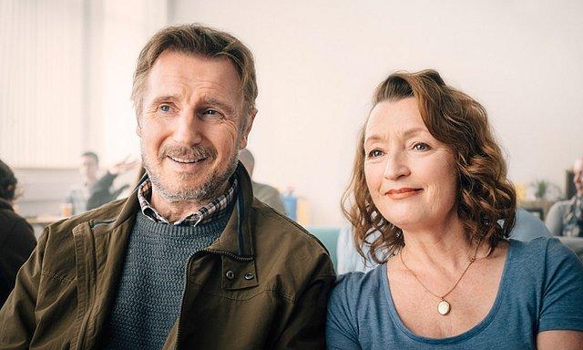 Μια (καθόλου) Συνηθισμένη Αγάπη: Λίαμ Νίσον και Λέσλι Μάνβιλ υπόσχονται... χαρτομάντηλα