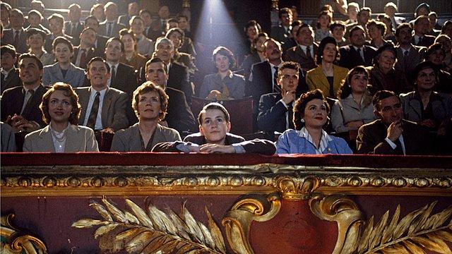 Πανεπιστημιακή έρευνα ισχυρίζεται πως το να πηγαίνεις στο σινεμά κάνει καλό σε σώμα και νου