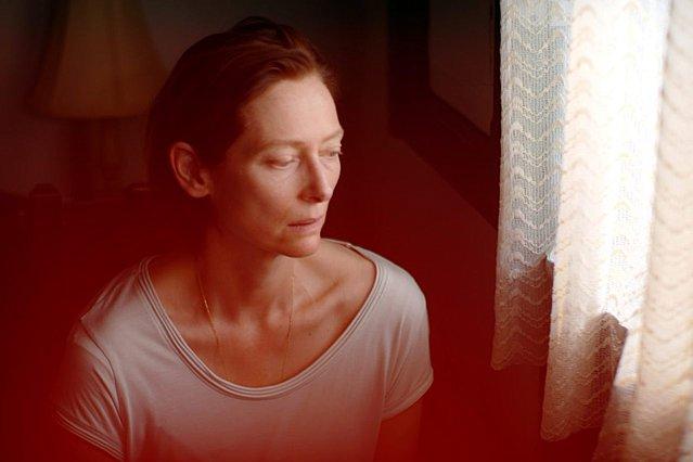 Πρώτες εικόνες «Memoria»: Ο Απιτσατπόνγκ Βιρασετάκουν συνεργάζεται με την Τίλντα Σουίντον