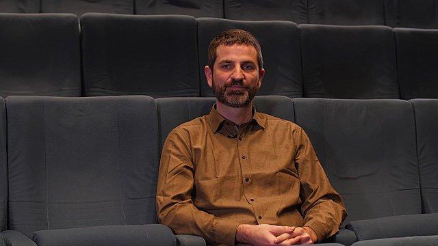 «Ο  Απόστρατος  φθάνει στο πολιτικό μέσα από το προσωπικό»: Ο Ζαχαρίας Μαυροειδής στην κάμερα του ΣΙΝΕΜΑ