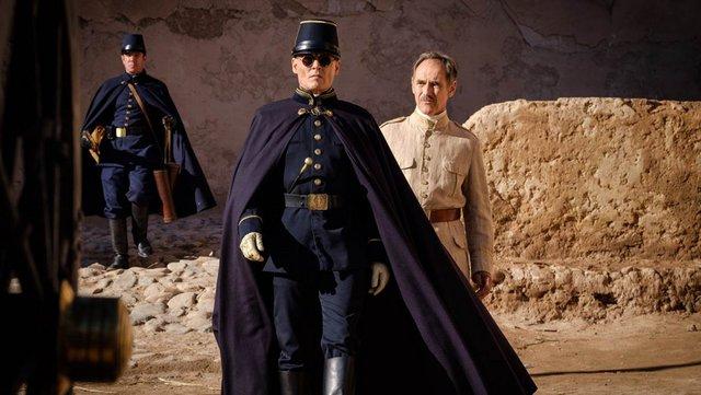 Τζόνι Ντεπ, Μαρκ Ράιλανς και Ρόμπερτ Πάτινσον πρωταγωνιστούν στο «Περιμένοντας τους Βαρβάρους»