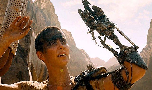 «Δυσάρεστο, αλλά τον εμπιστεύομαι»: Η Σαρλίζ Θερόν για τον Τζορτζ Μίλερ και το σίκουελ του «Mad Max»