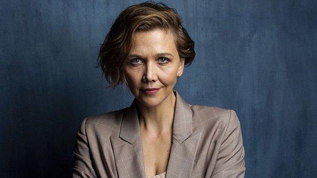 Η Μάγκι Τζίλενχαλ ξεκινά γυρίσματα στις Σπέτσες για την «Χαμένη Κόρη» της Έλενα Φεράντε