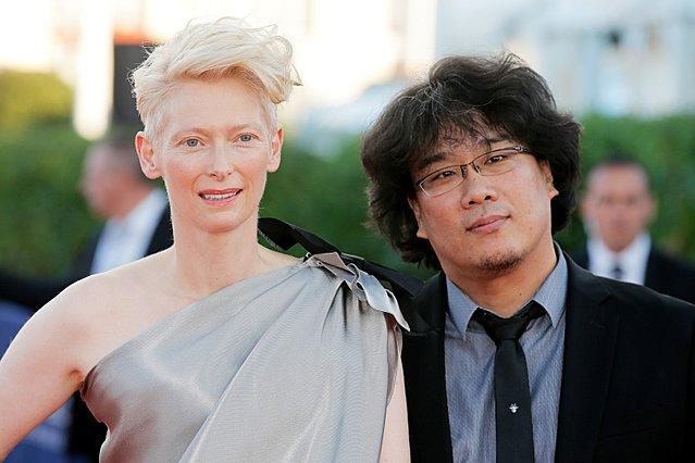 Η Τίλντα Σουίντον εξυμνεί τον Μπονγκ Τζουν Χο για λογαριασμό του «Time»