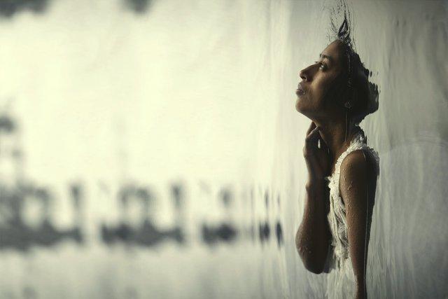 [Κριτική]: «Η Γυναίκα των Δακρύων» είναι μια αλληγορική (αλλά όχι λιγότερο τρομακτική) ιστορία φαντασμάτων