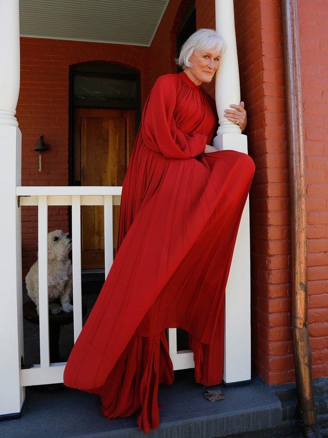 Μόδα «εσωτερικών» χώρων: Το κόκκινο χαλί των Βραβείων του Σωματείου Ηθοποιών 2021