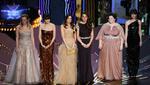 Οι Φιλενάδες επι σκηνής με φορέματα υπερπαραγωγή