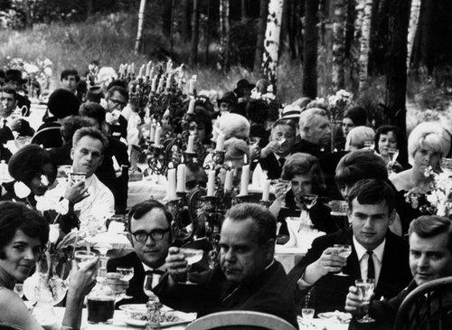Η Αναφορά για το Πάρτι και τους Καλεσμένους / A Report on the Party and Guests
