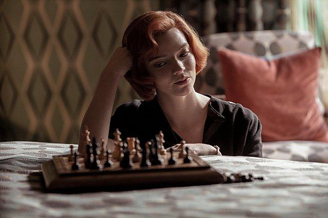 Όλος ο πλανήτης παίζει σκάκι: Το Netflix γιορτάζει την παγκόσμια επιτυχία του «The Queen's Gambit»