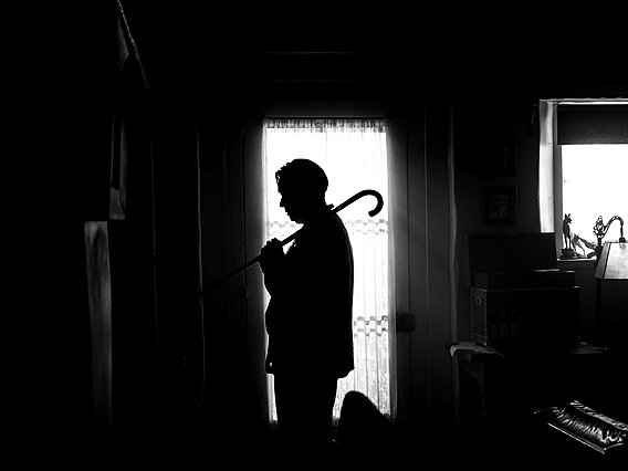 [Κριτική] Στο συναρπαστικά άνισο «Mank» ο Ντέιβιντ Φίντσερ αναμετριέται με τον Όρσον Γουέλς και βγαίνει χαμένος