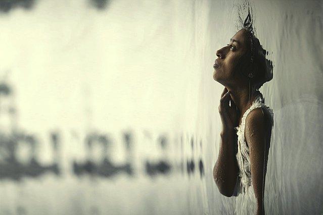 [Κριτική] «Η Γυναίκα των Δακρύων» είναι μια αλληγορική (αλλά όχι λιγότερο τρομακτική) ιστορία φαντασμάτων